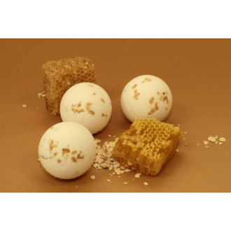 Фото Бурлящий шарик Мед-молоко-овес Attirance Honey Milk Oats Bath Bubblebomb